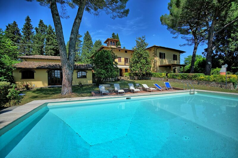 Tuscany farmhouses for rent vacation homes holiday for Rent a house in tuscany