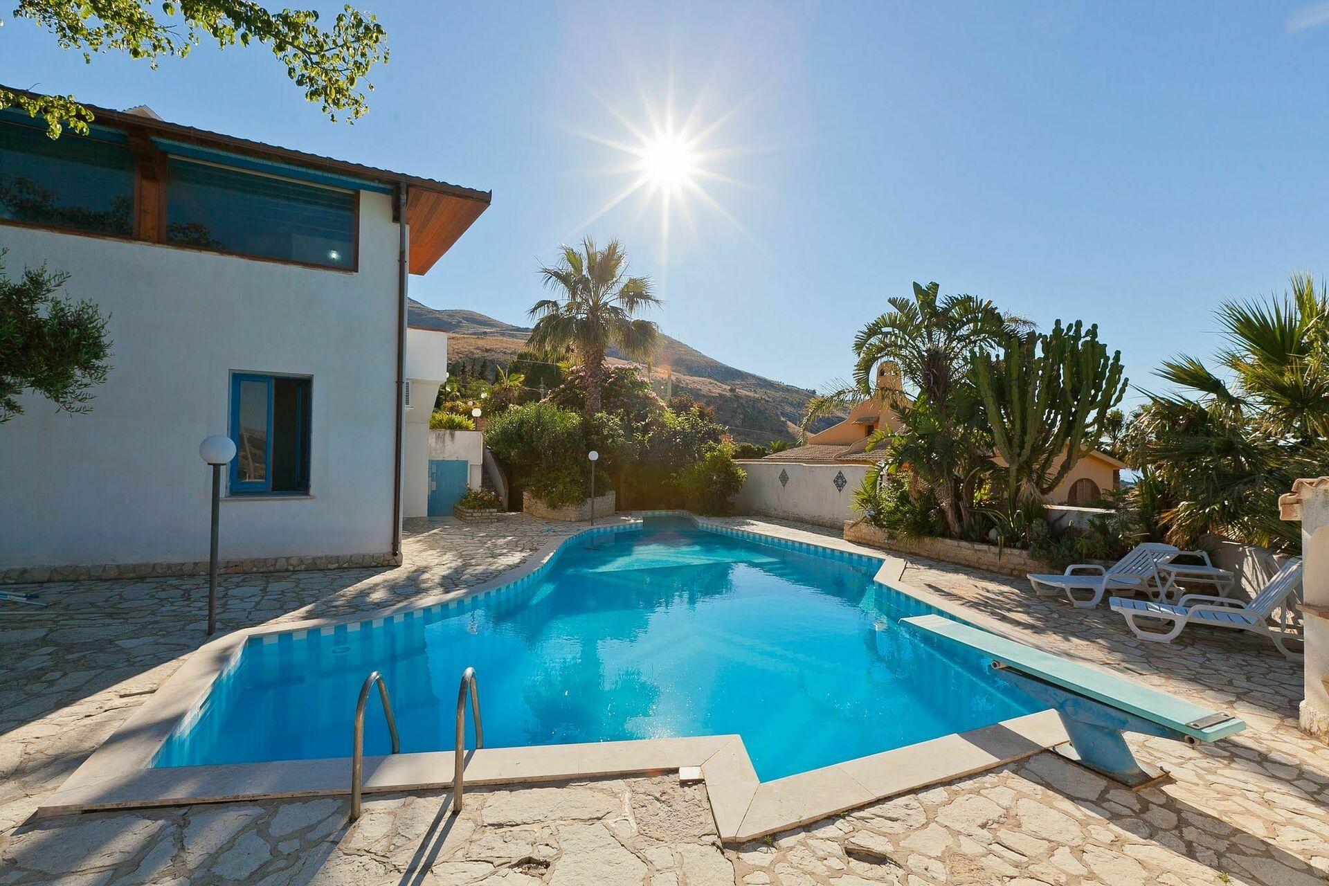 Villa louer en sicile pour vacances villa erice for Villa louer vacances