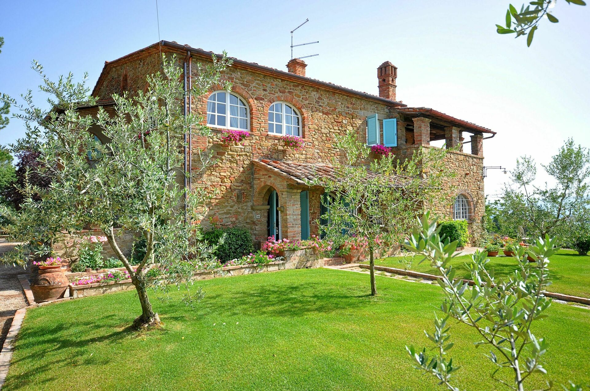 Country house in tuscany for rent villa caterina for Rent a house in tuscany
