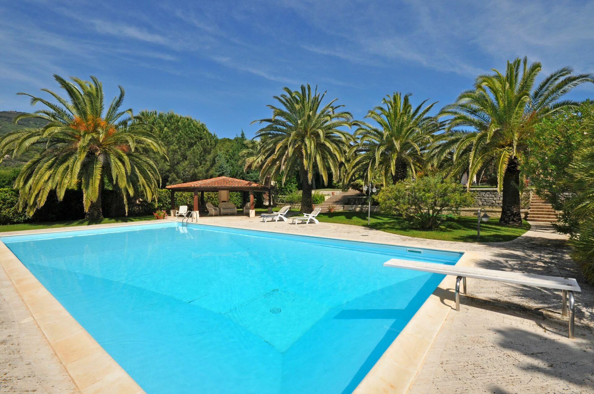 Ferienvilla in der toskana villa le palme for Palme de piscine