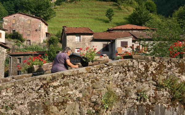 The village Fabbriche di Valico