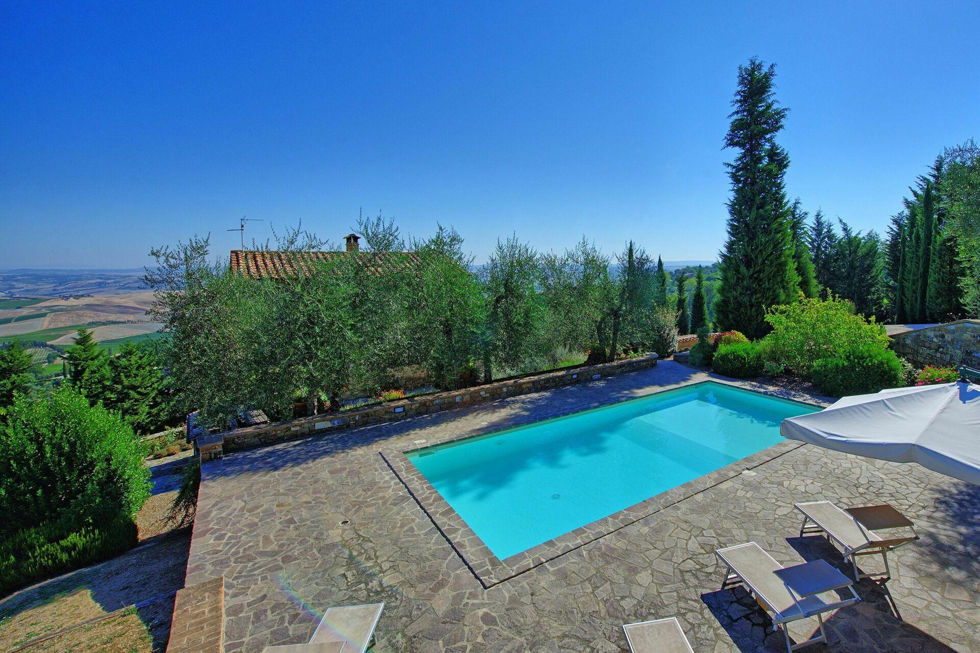 villa montalcino luxus ferienhaus in montalcino toskana 8 schlafpl tze und 3 schlafzimmer. Black Bedroom Furniture Sets. Home Design Ideas