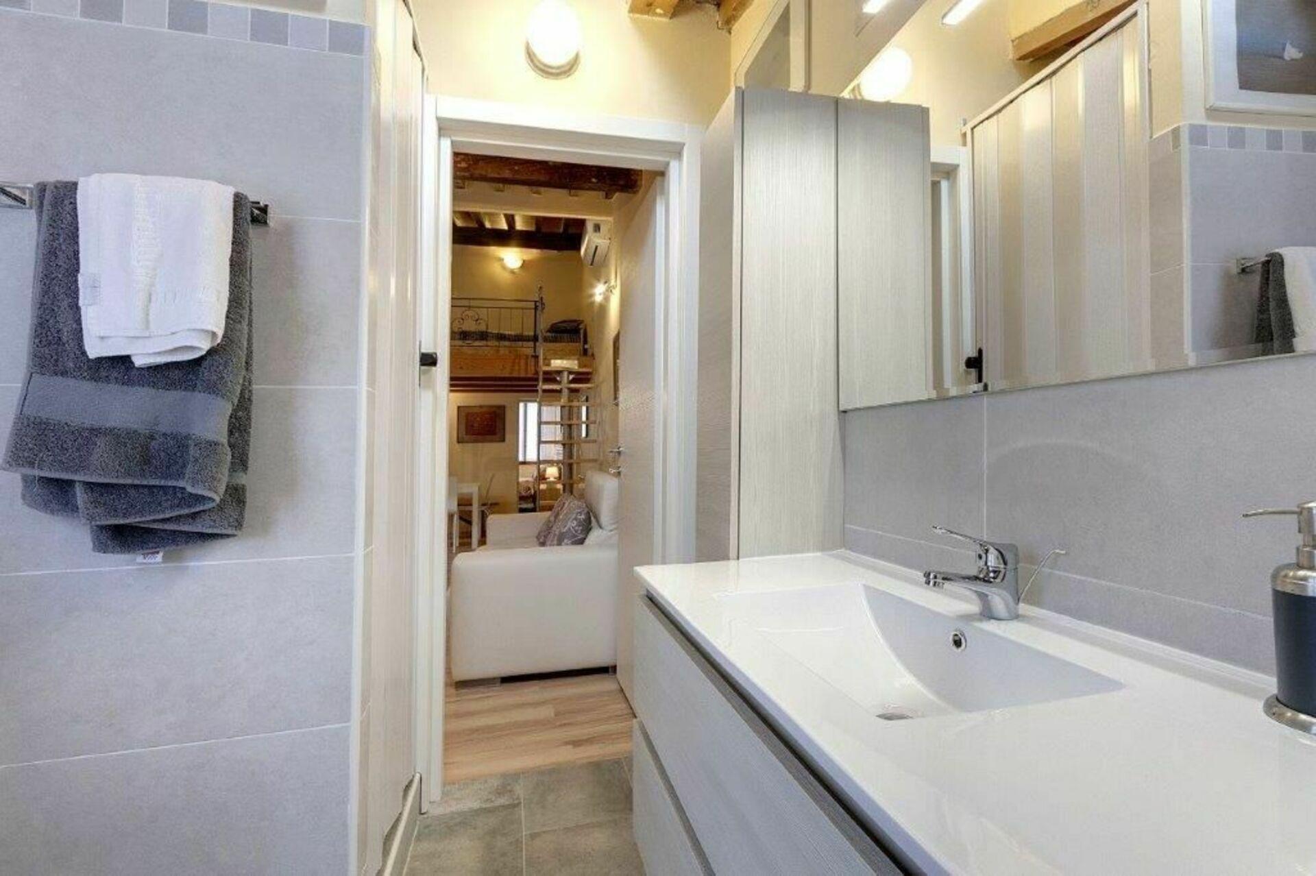 monna lisa stadtwohnung in florenz toskana 7 schlafpl tze und 2 schlafzimmer stadtwohnung. Black Bedroom Furniture Sets. Home Design Ideas