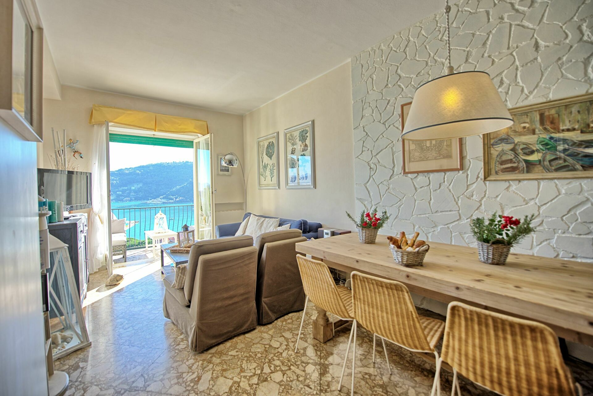 Casa bella apartment vacation rental in portovenere for Casa bella