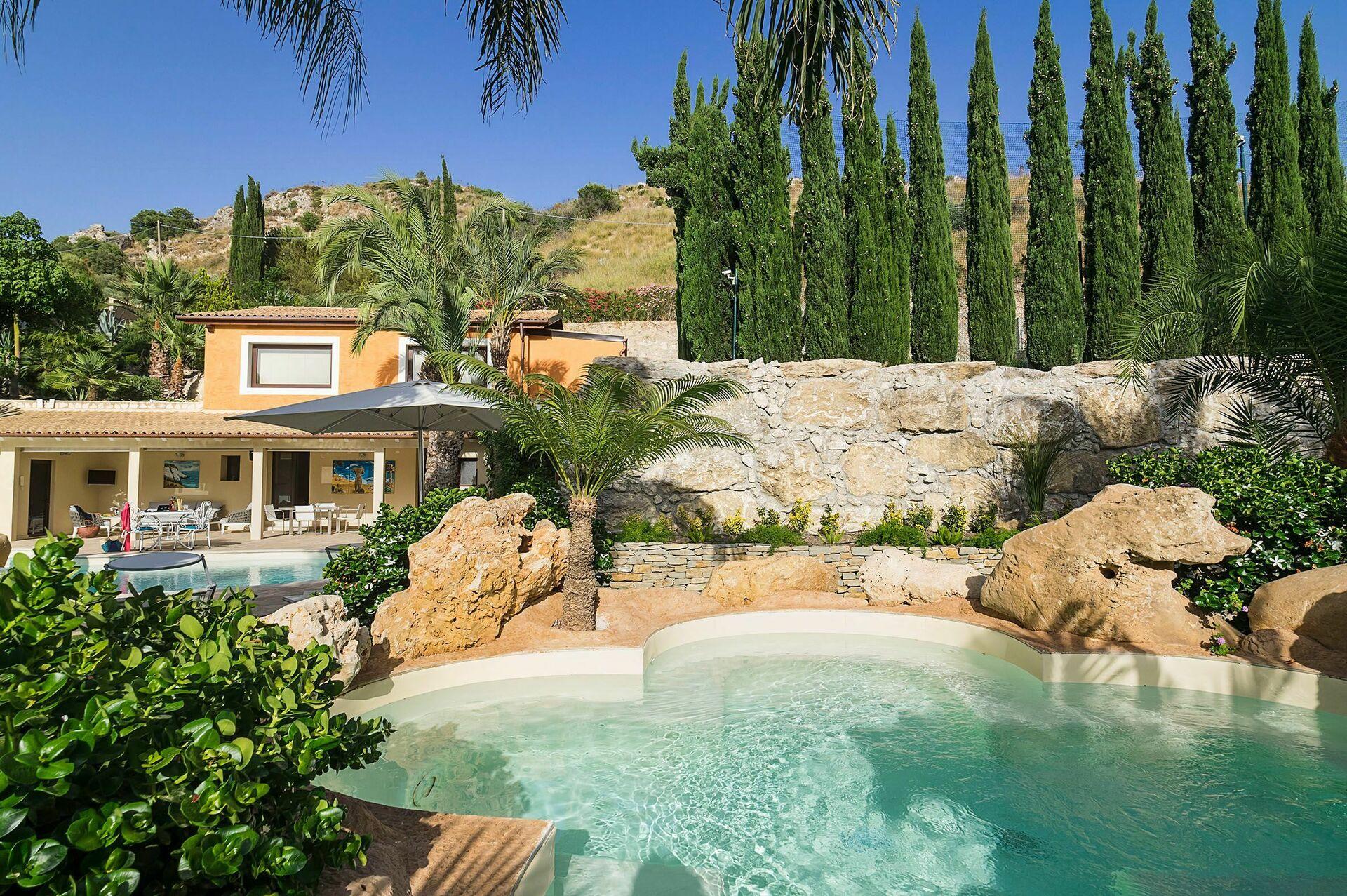Villa Agorà, Luxury Holiday Villa Rental in Agrigento ...
