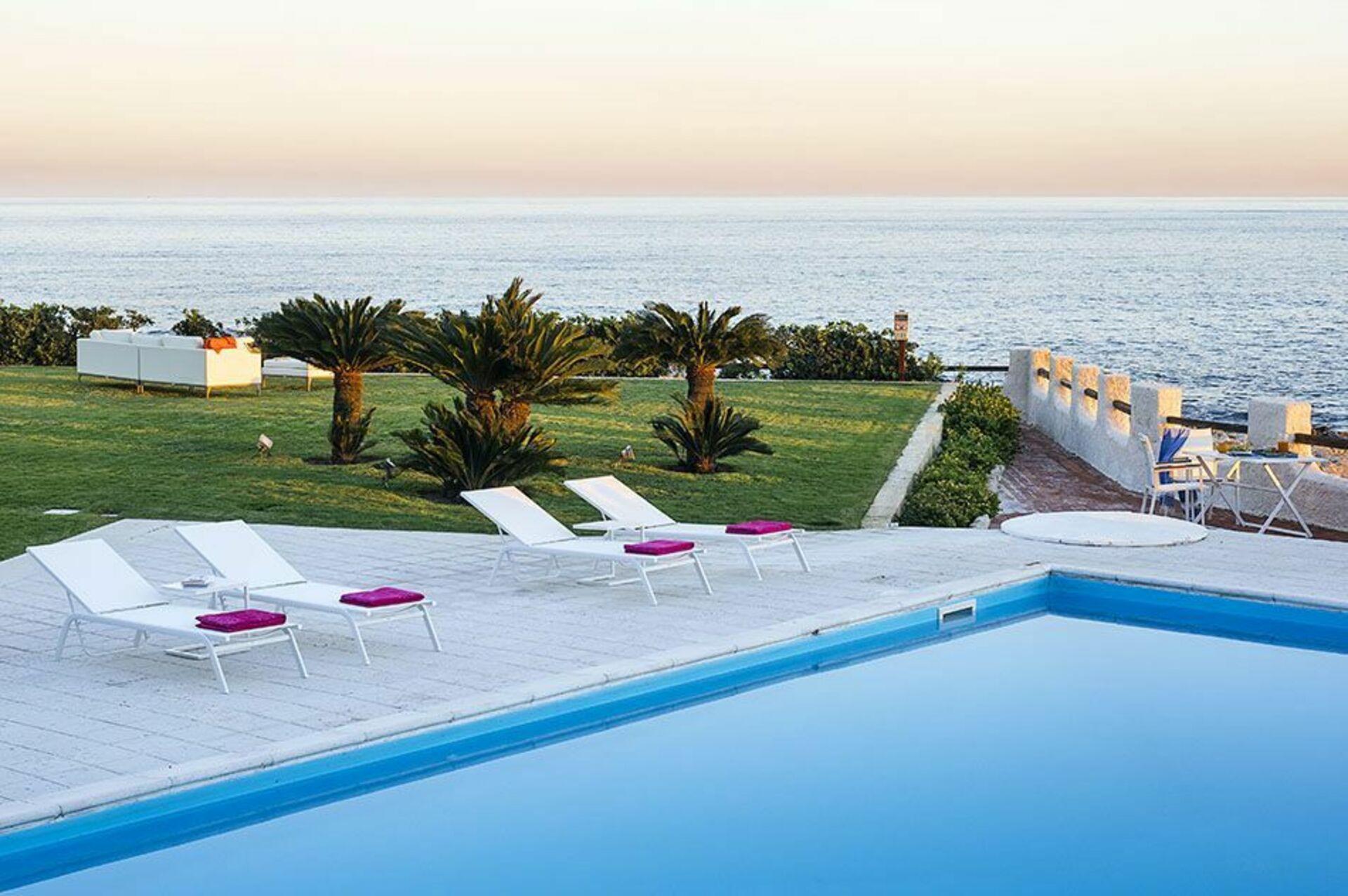 Blu moon villa vacanze di lusso sul mare in affitto a fontane bianche sicilia casa vacanze - Affitto casa vacanze sicilia con piscina ...