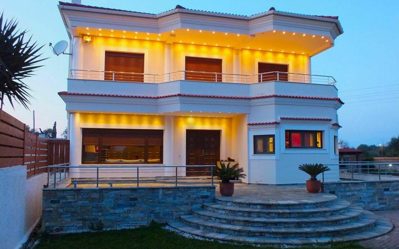 Acharavi Beach Villa, Luxus Ferienhaus am meer in Acharávi ...