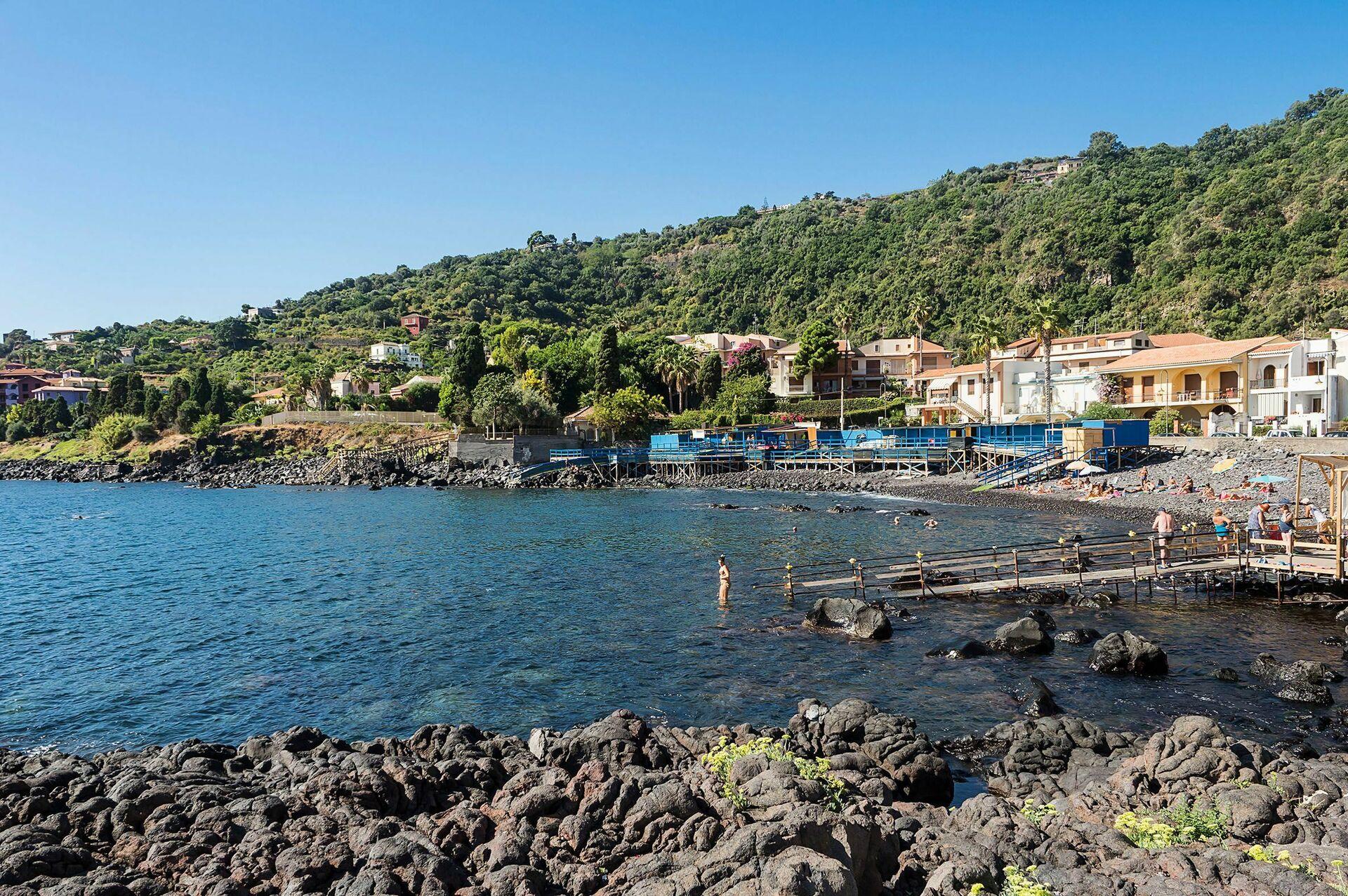 Villa timpa villa di lusso sul mare in affitto ad acireale sicilia casa vacanze sul mare con - Affitto casa vacanze sicilia con piscina ...