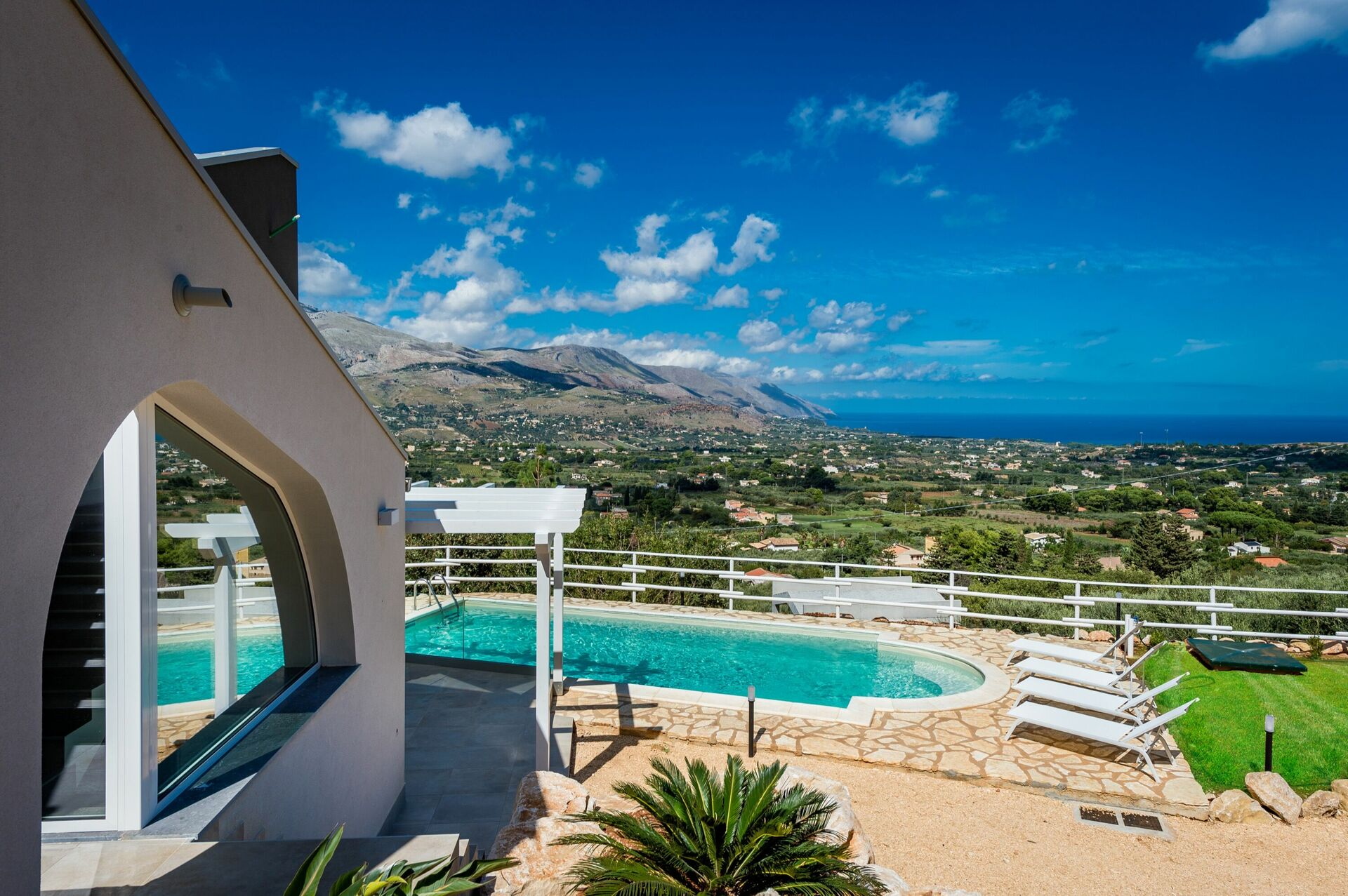 Foto Di Ville Lussuose villa scire, luxury seaside villa rental in castellammare